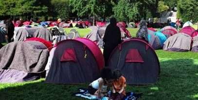 Un camp « brutal » de réfugiés africains et afghans est visible à Paris