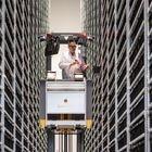 Entrepôt de matériaux pour la fabrication de produits électroniques à l'usine Continental en Bavière (Allemagne).