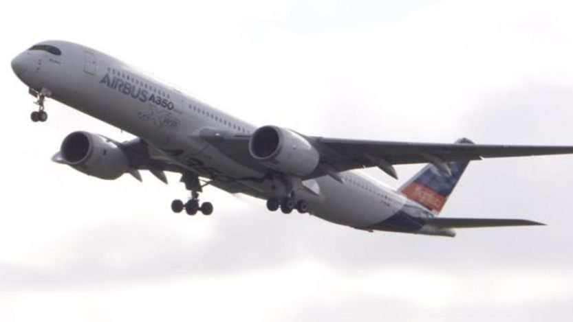 Macron promet un avion vert d'ici 2030